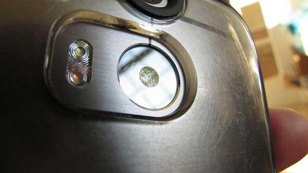 HTC-One-M8-Scratched-Lens-Problem